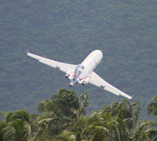 BOEING 727-200 (N395AJ) - N395AJ climbing the hills at St Maarten