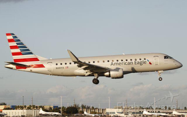 Embraer 170/175 (N441YX)