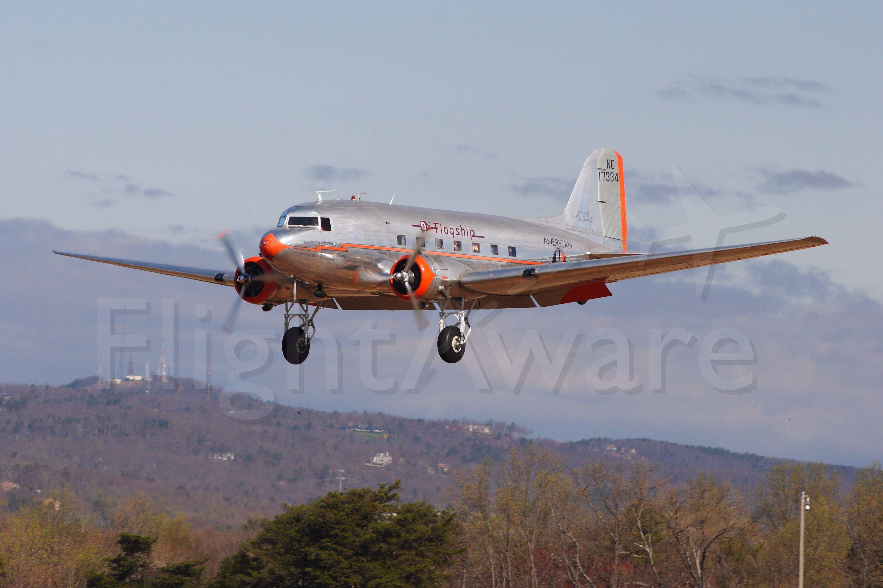 Douglas DC-3 (N17334)