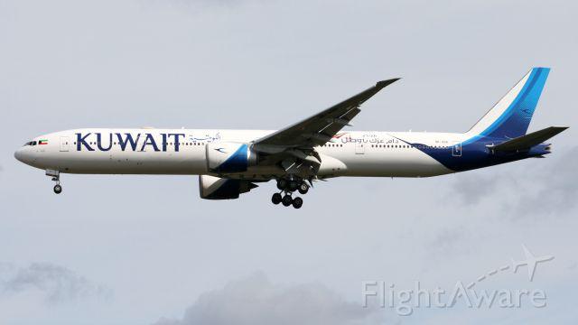 Boeing 777-200 (9K-AOH)