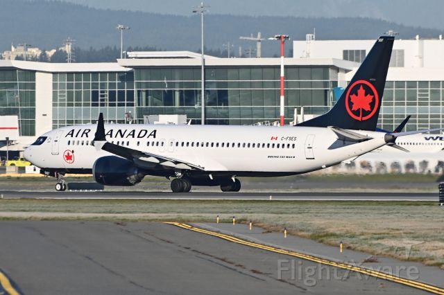 Boeing 737 MAX 8 (C-FSES)