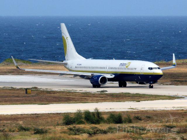 Boeing 737-700 (N732MA)
