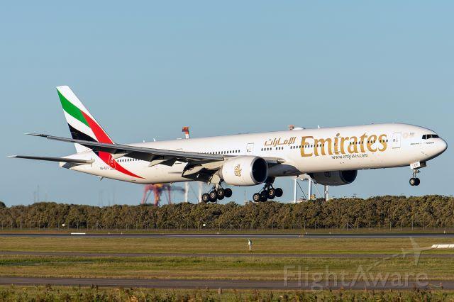 BOEING 777-300ER (A6-ECV)
