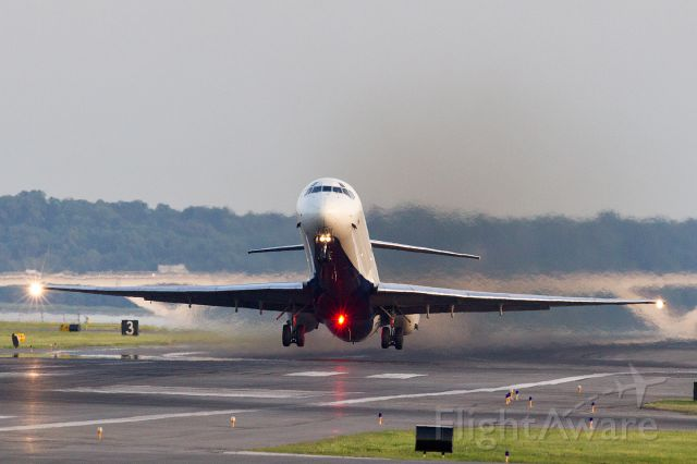 McDonnell Douglas MD-90 — - Delta MD90 taking off out of Reagan National Airport on 30 May 2014.