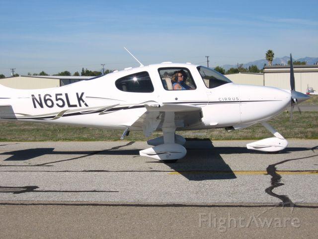 Cirrus SR-22 (N65LK) - TAXIING TO RWY 24