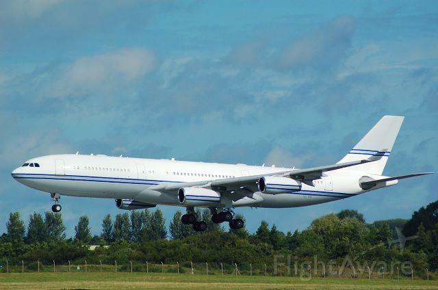 Airbus A340-200 (SHU124)