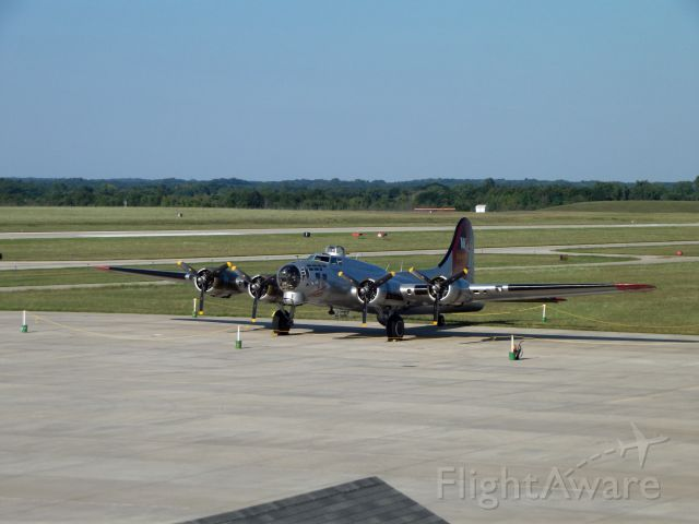 Boeing B-17 Flying Fortress (N5017N) - B-17 bomber belonging to the EAA.