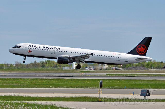 Airbus A321 (C-GIUF)