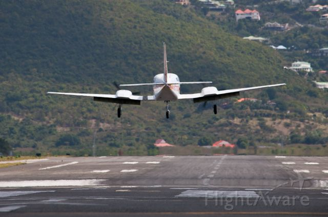 Cessna 402 (N5775C)