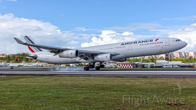 Airbus A340-200 (F-GLZP)