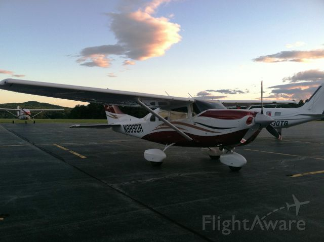 Cessna 206 (turbine) (N889DR)