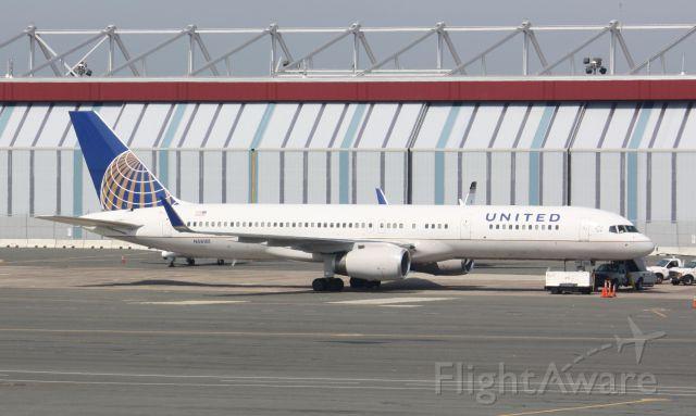 Boeing 757-200 (N58101) - EWR weather diversion