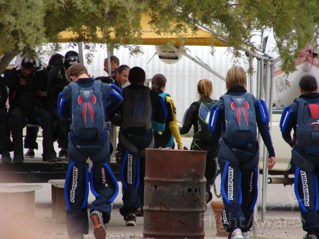 — — - Skydivers at Eloy, AZ 6-2-2007