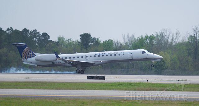 N11164 — - Crosswind landing runway 27 KIAH.