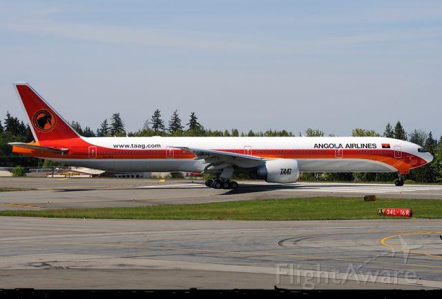 BOEING 777-300 (D2-TEG) - NOVO DA TAAG