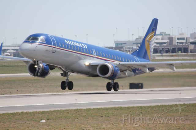 Embraer ERJ-190 (N171HQ) - Taking off on runway 25.