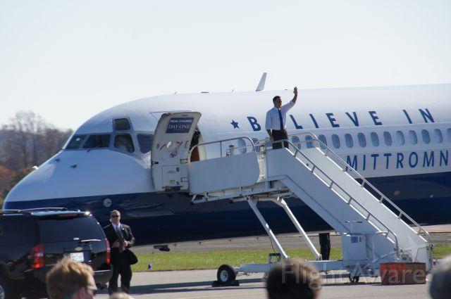 McDonnell Douglas MD-83 (N949NS) - Mitt Romney deplaning in Lynchburg, VA
