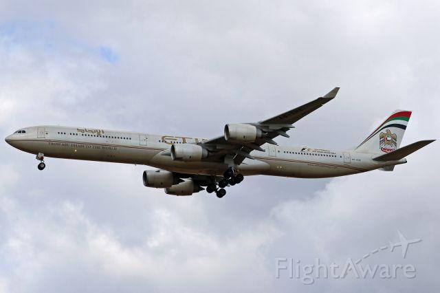 Airbus A340-600 (A6-EHE)