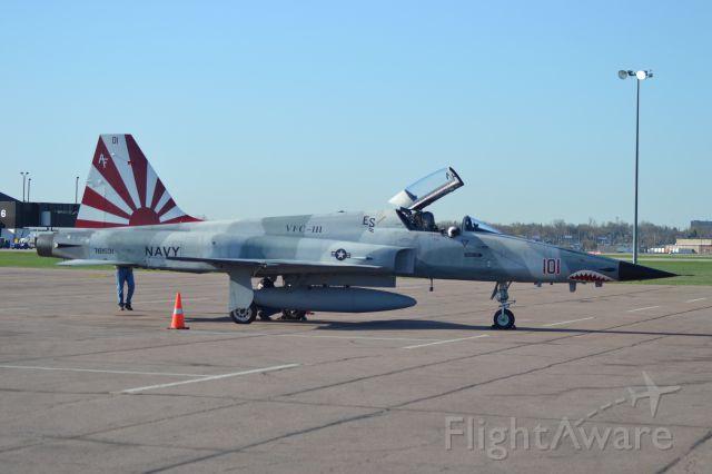 Northrop RF-5 Tigereye (76-1531) - F-5N Tiger II (101), 761531 assigned to VFC-111 sitting on tarmac in KFSD.