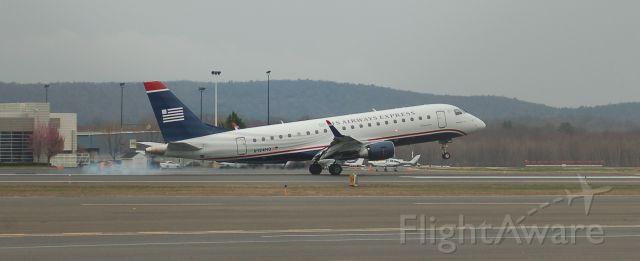 Embraer 170/175 (N124HQ)