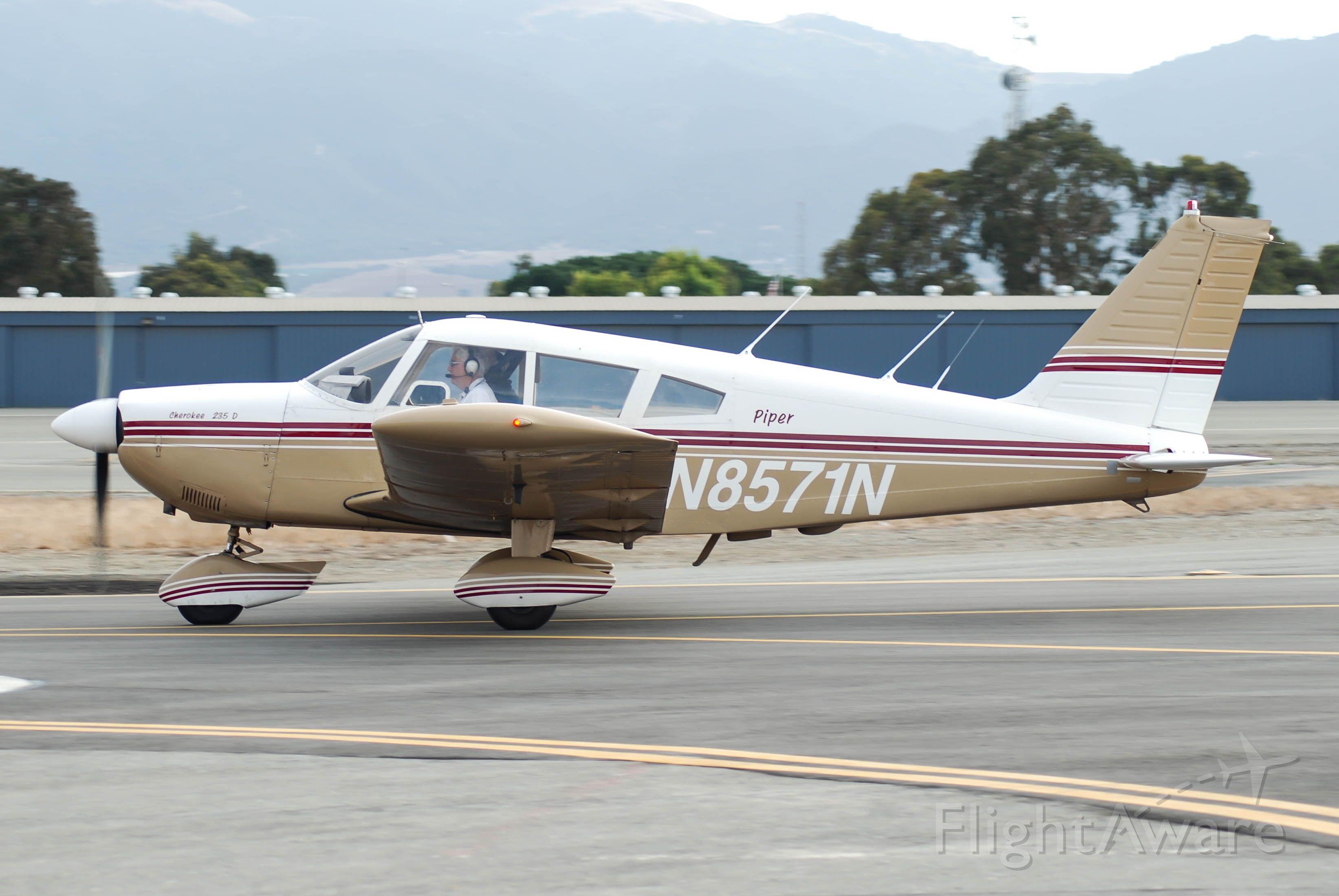 Piper Dakota / Pathfinder (N8571N) - N8571N getting ready to depart on runway 26.