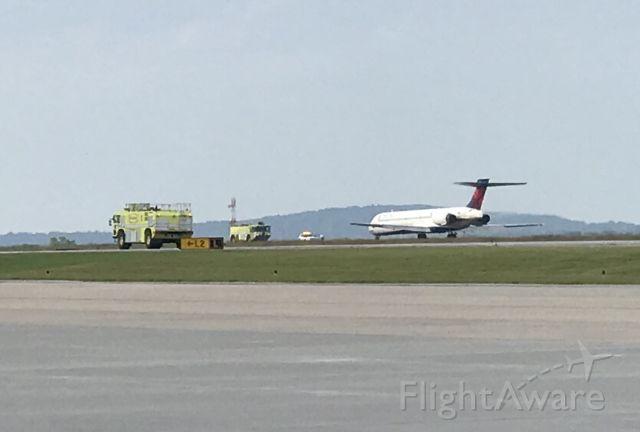 McDonnell Douglas MD-90 (N938DN) - Emergency landing due to landing gear issues.