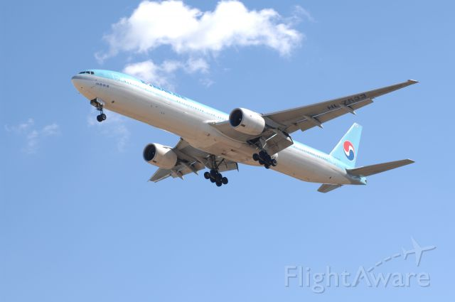 BOEING 777-300 (HL7533) - Final Approach to Narita Intl Airport R/W34L on 2008/2/17