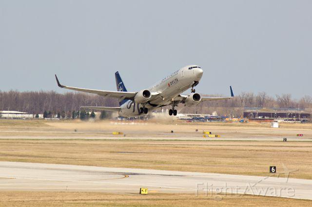 Boeing 737-800 (N3765) - Departing 21R on 04/12/2015