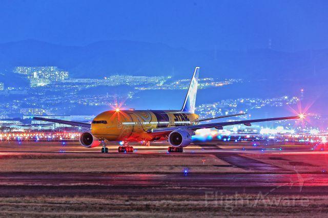 Boeing 777-200 (JA743A) - Star wars C3PO in star airport ITM.