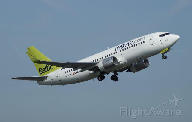 BOEING 737-300 (YL-BBI)