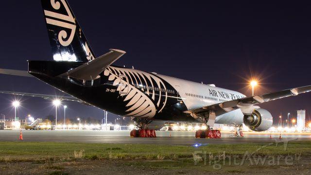 Boeing 777-200 (ZK-OKF)