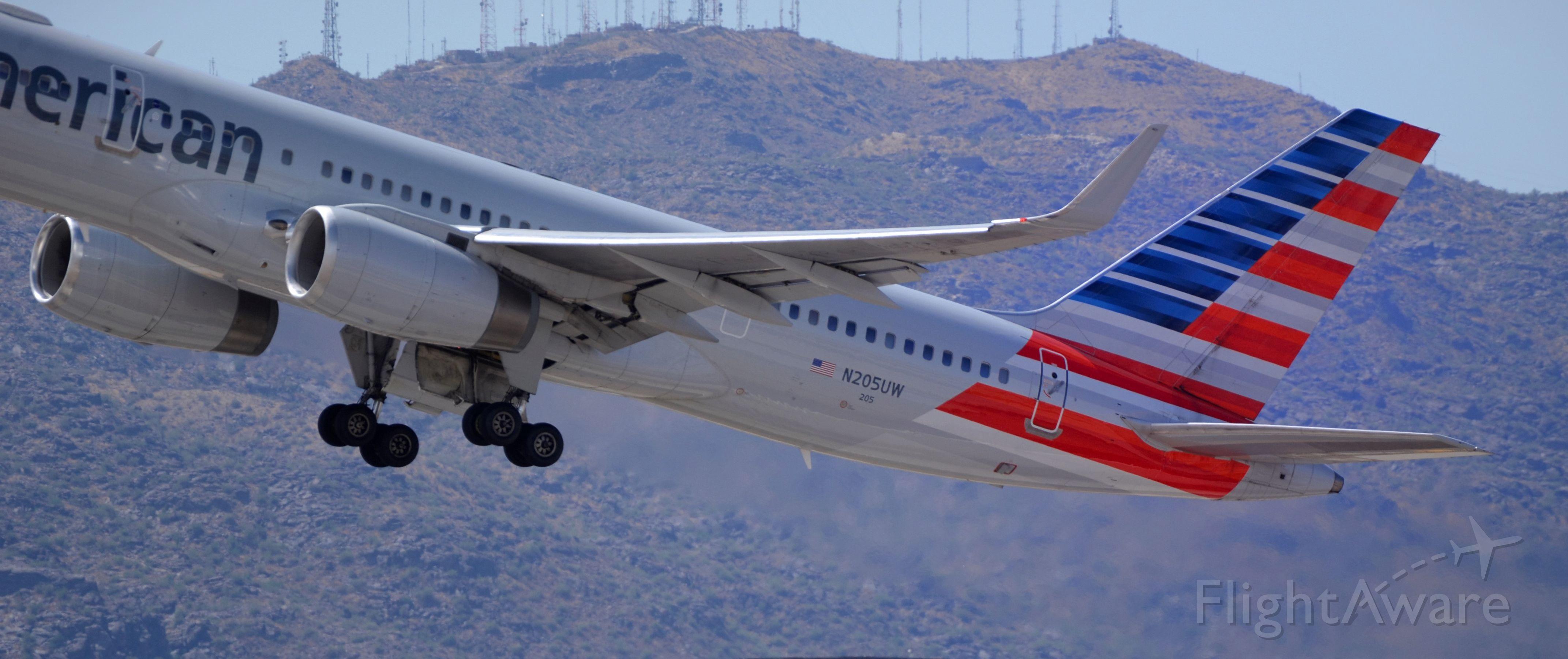Boeing 757-200 (N205UW) - Phoenix Sky Harbor International Airport 24SEP19