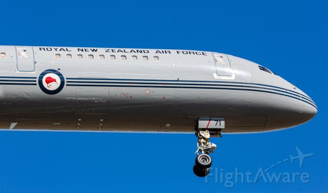 Boeing 757-200 (ANZ7571) - BOE7571 on finals for RW29.