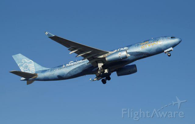 Airbus A330-200 (A6-EYE)