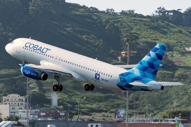 Airbus A320 (5B-DCR)