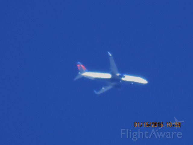 Boeing 737-800 (N374DA)