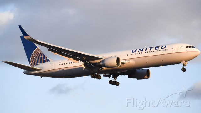 BOEING 767-300 (N641UA) - Nikon D750: Arriving during the golden hour, temperature was 12 degrees when taking this photo.