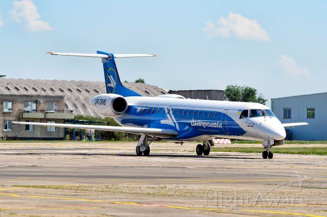 Embraer ERJ-145 (UR-DNB)