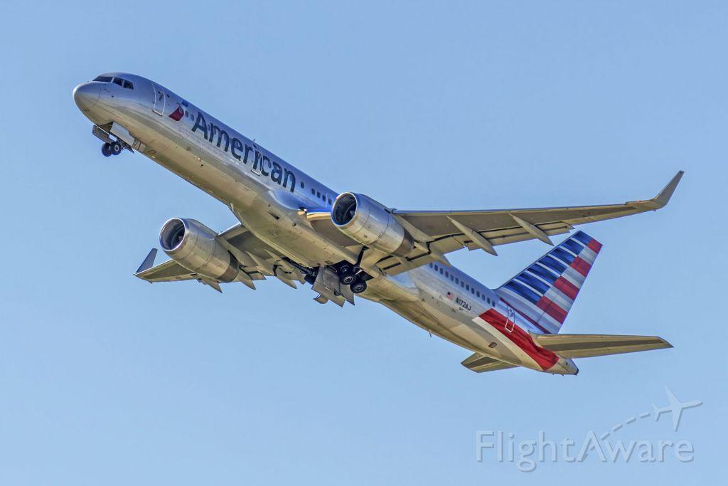 Boeing 757-200 (N172AJ)