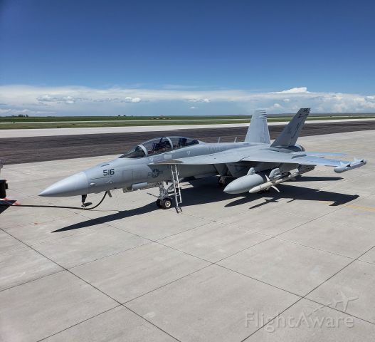 — — - Quick fuel stop for an E/A-18G