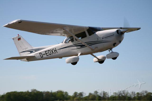 Cessna Skyhawk (D-EDXH) - Abflug auf dem Verkehrslandeplatz Kyritz