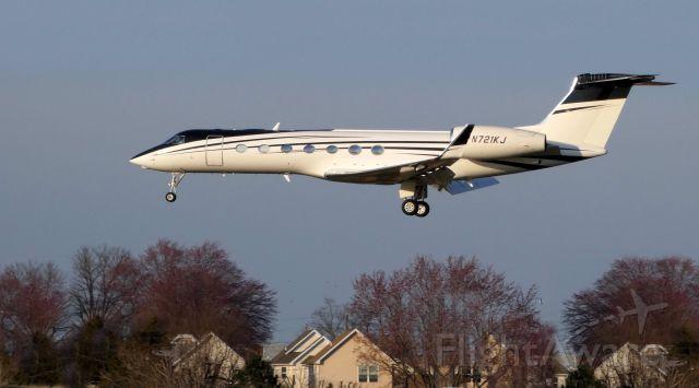 Gulfstream Aerospace Gulfstream V (N721KJ) - On final is this 2010 Gulfstream G550 in the Spring of 2019.