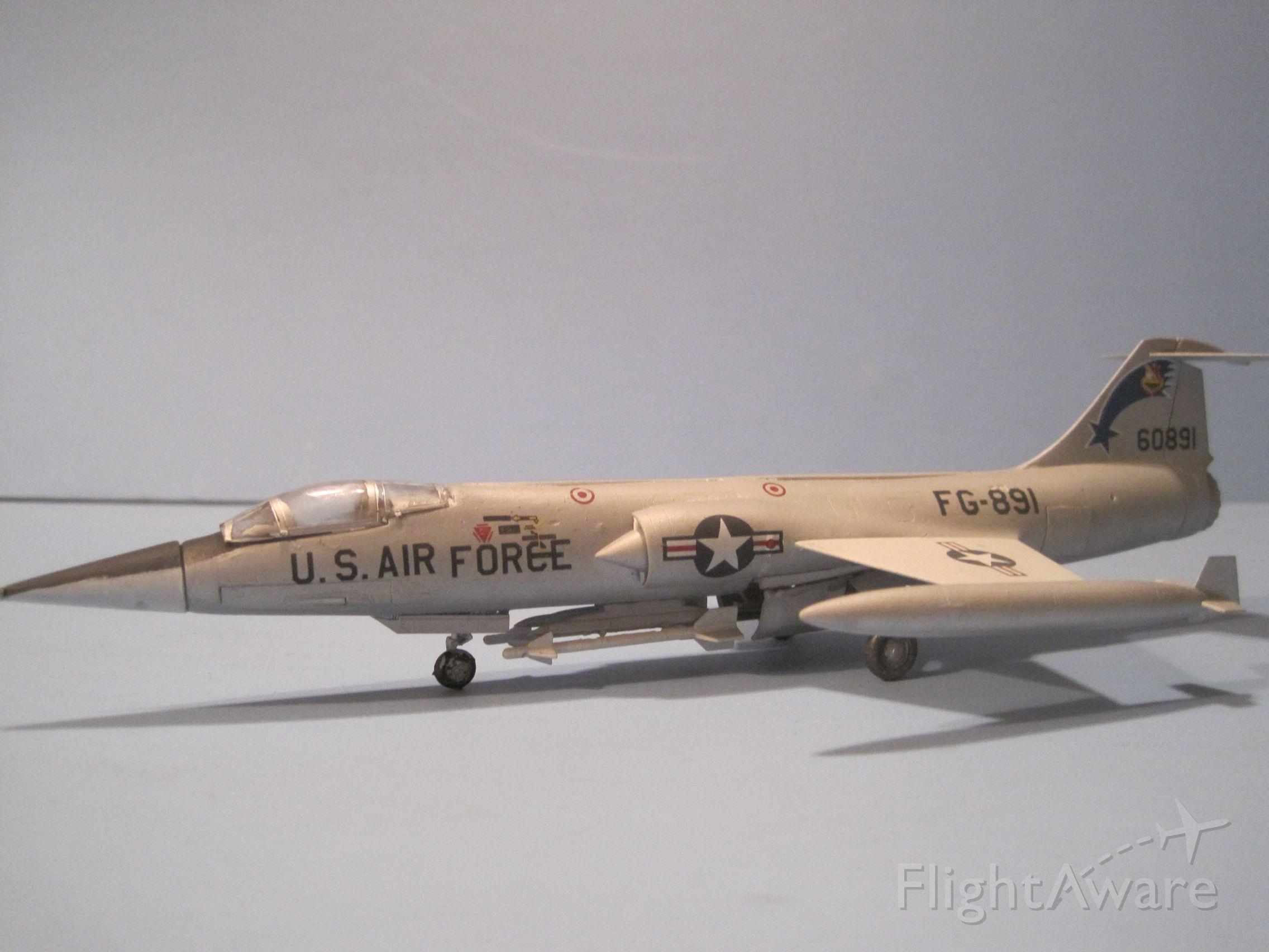 — — - Lockheed F-104C Starfighter model in 1/72 scale.