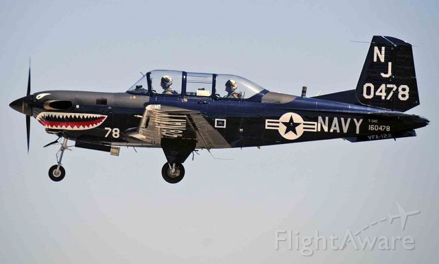 — — - VMA-122 T-34C touch-and-goes at Merced Regional Airport (KMCE)