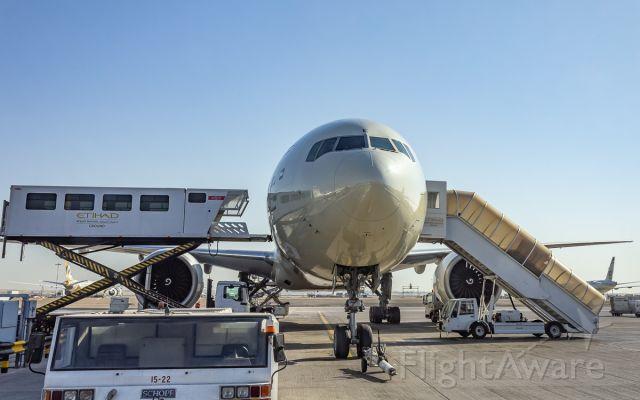 BOEING 777-300ER (A6-ETE)