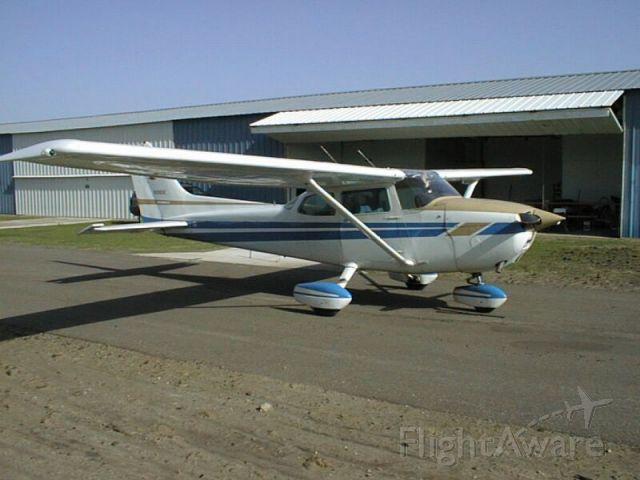 Cessna Skyhawk (N1989E) - Flywell Flying Club