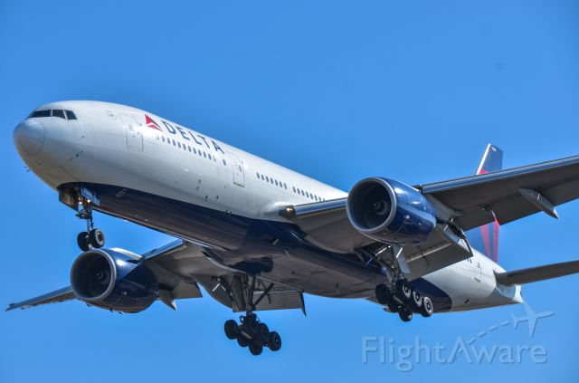 Boeing 777-200 (N865DA) - Rwy 34R, NRT