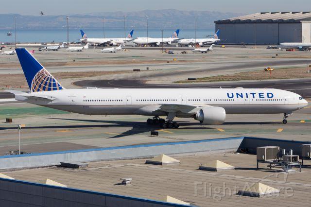 BOEING 777-300ER (N2140U)