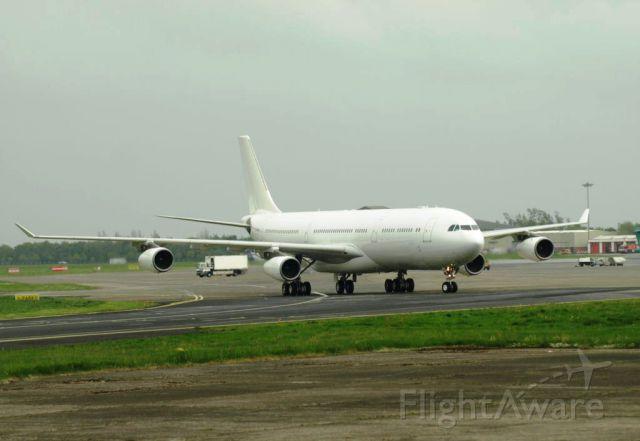 Airbus A340-300 (A7-AAH)