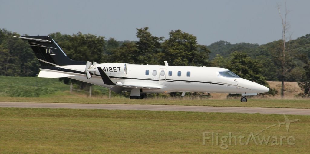 Learjet 40 (N412ET) - Landing rwy 09 on 8/17/11